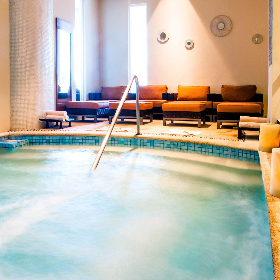 Adult-only Hot tub/Jacuzzi Lounge Luxury swimming pool leisure sport venue Resort recreation room