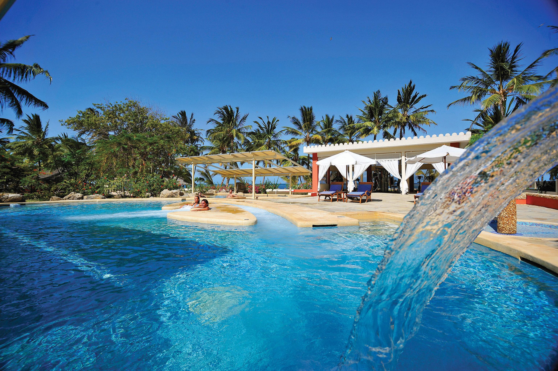 Adventure Play Pool Resort tree water sky swimming pool leisure swimming blue caribbean Sea Beach Ocean resort town Water park Lagoon Villa