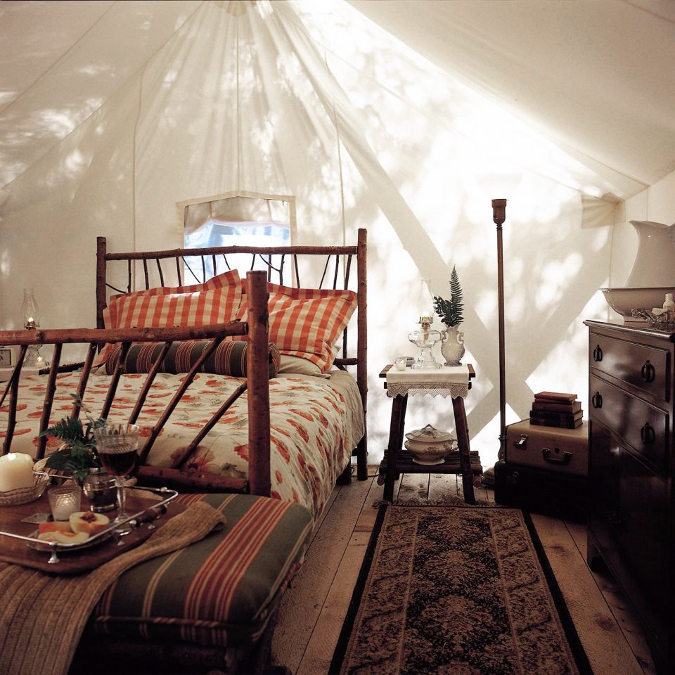 Adventure Bedroom Family Forest Hotels Mountains Outdoors Play Romantic Rustic Scenic views Sport Waterfront Wellness property house home living room cottage farmhouse