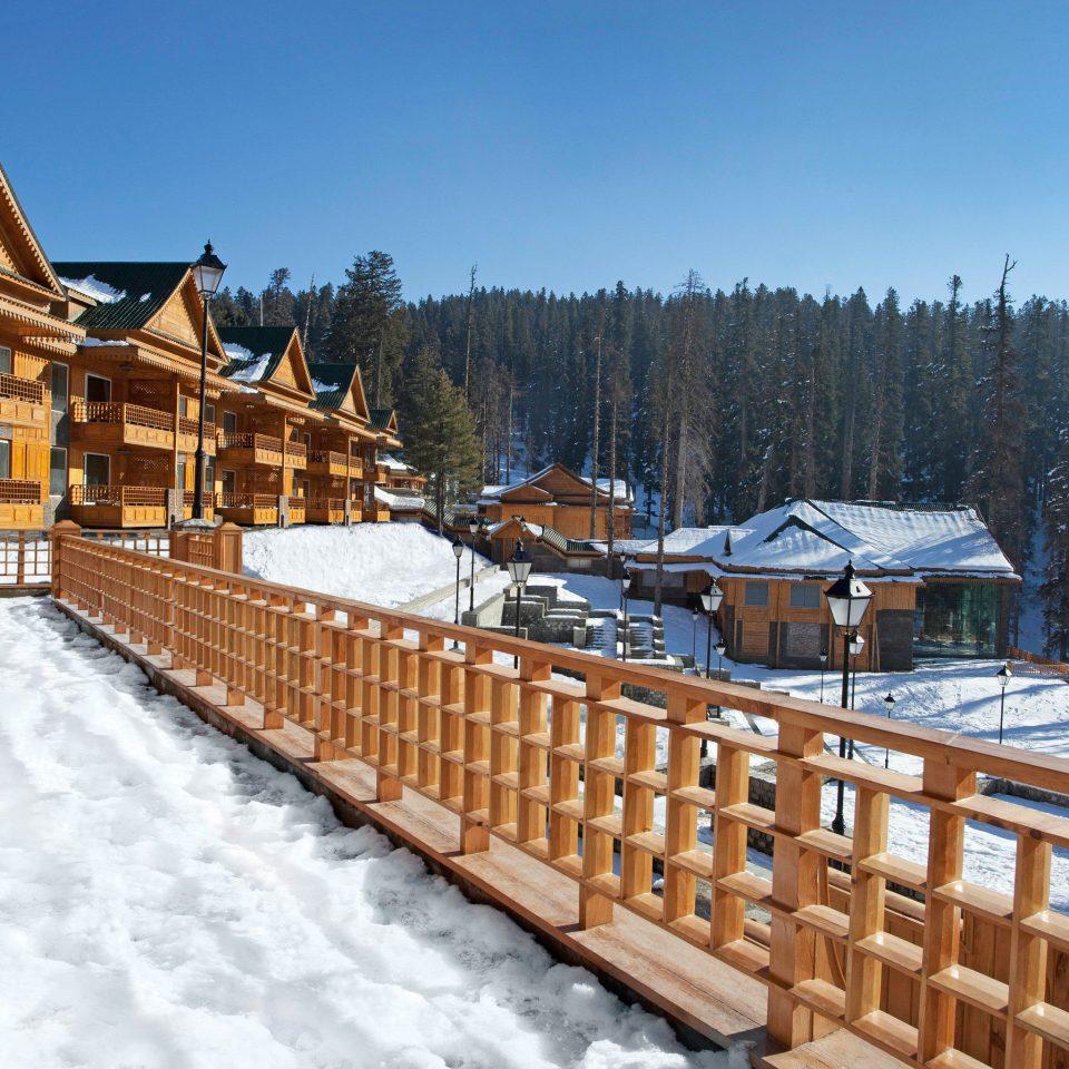 Adventure Cultural Exterior Mountains Outdoor Activities Ski snow sky Winter weather Town Resort season mountain mountain range