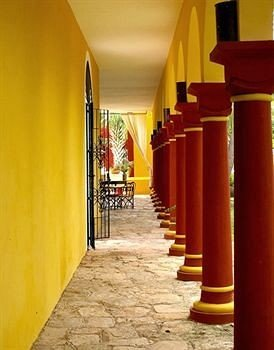 color yellow aisle hall orange column lined bright line
