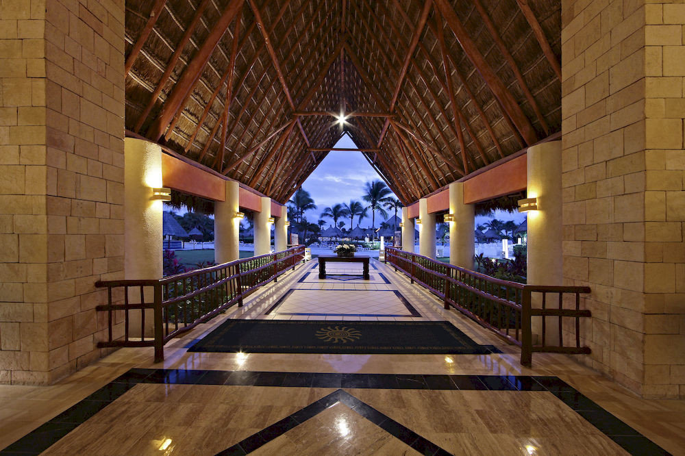 All-inclusive Beach Budget Family Lobby Resort Tropical Waterfront building billiard room recreation room Architecture swimming pool mansion
