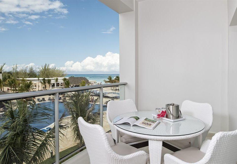All-inclusive Balcony Beach Resort Sea property condominium Villa home cottage dining table