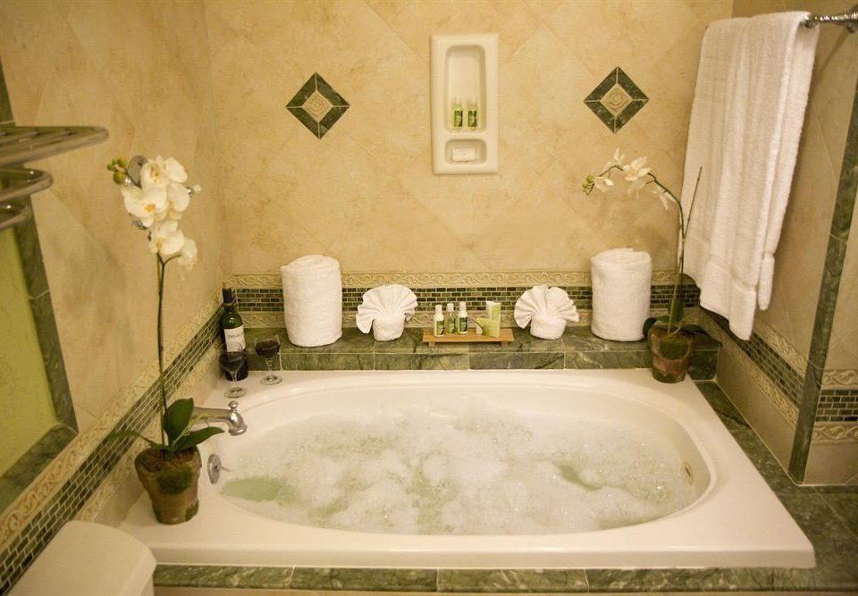 All-inclusive Bath Beachfront Hot tub/Jacuzzi Tropical bathroom sink property swimming pool bathtub jacuzzi vessel white towel plumbing fixture