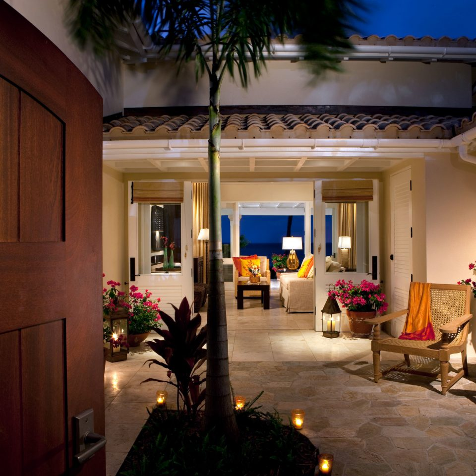 All-inclusive Beach Beachfront Bedroom Courtyard Elegant Hotels Island Luxury Patio Suite Waterfront Lobby home plant house living room mansion lighting Villa