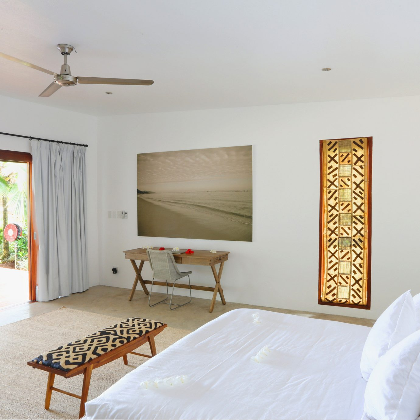 All-inclusive Beachfront Bedroom Honeymoon Resort Romance Romantic Waterfront property home cottage living room