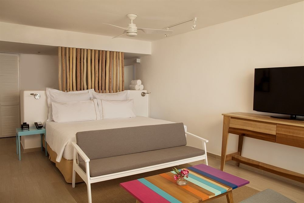 All-inclusive Beachfront Bedroom Modern Waterfront property Suite living room cottage Villa