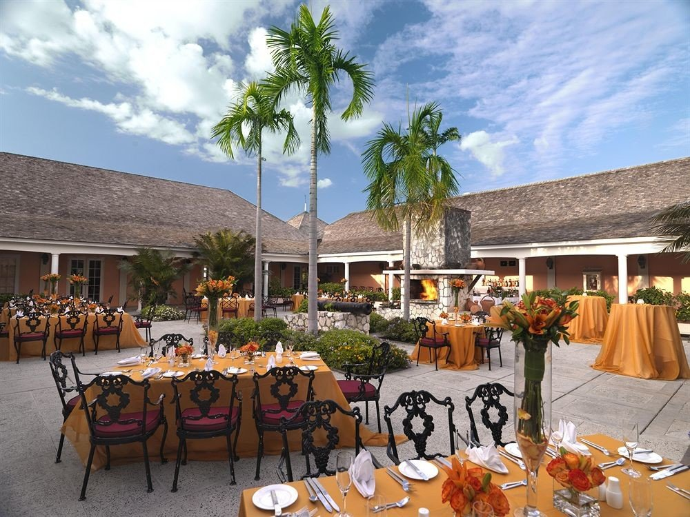 All-inclusive Beachfront Dining Drink Eat Tropical sky Resort restaurant group set