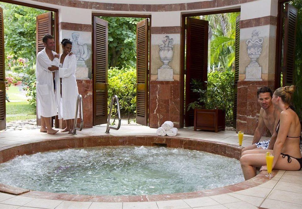 All-inclusive Beachfront Hot tub/Jacuzzi Spa Tropical Wellness bathtub vessel swimming pool leisure backyard jacuzzi mansion Hot tub water basin