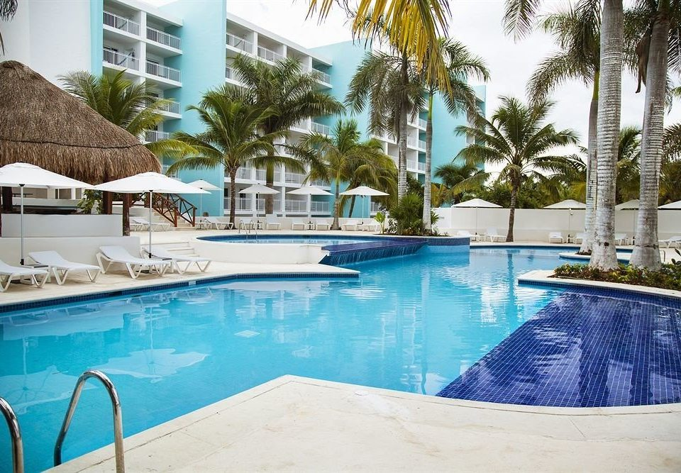 All-inclusive Beachfront Lounge Modern Pool Waterfront swimming pool property leisure Resort Villa condominium backyard blue swimming