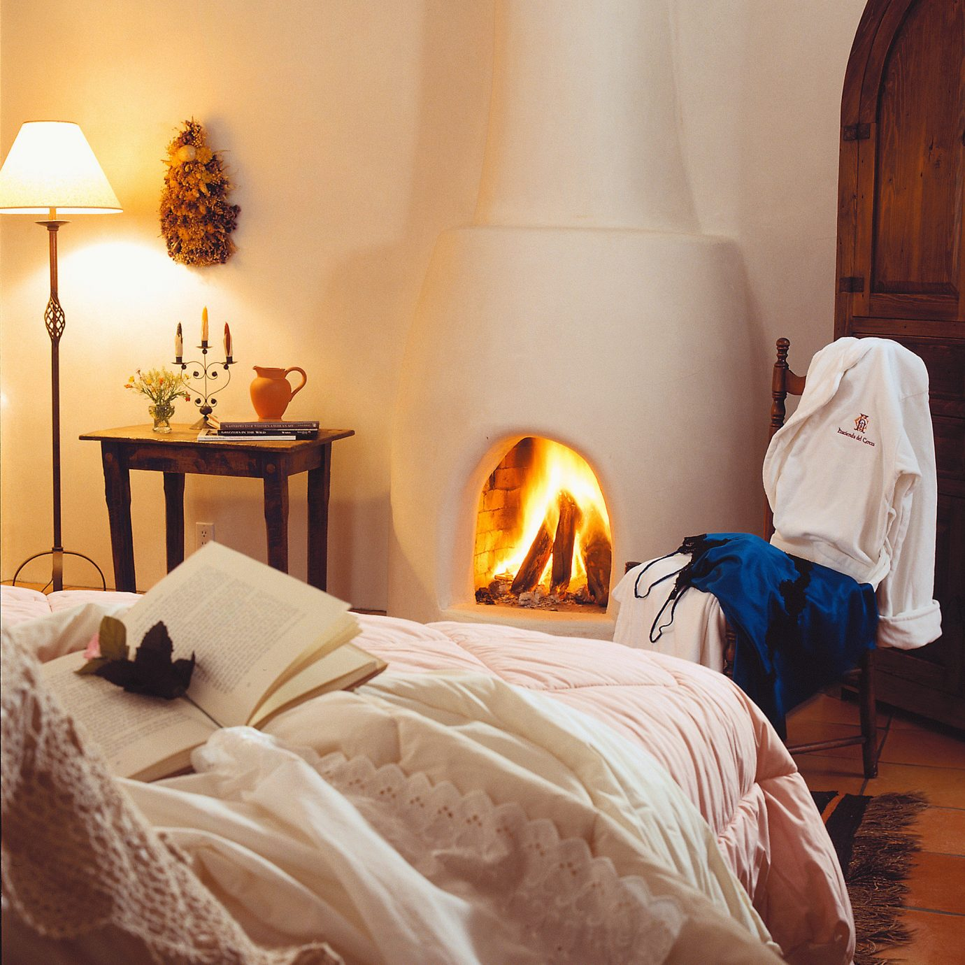 All-inclusive Bedroom Country Cultural Fireplace Mountains Romantic cottage bed sheet Suite