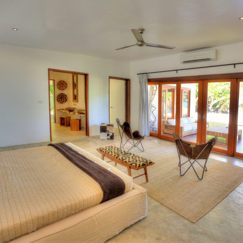 All-inclusive Bedroom Honeymoon Resort Romance Romantic Suite Waterfront property Villa living room home condominium cottage mansion