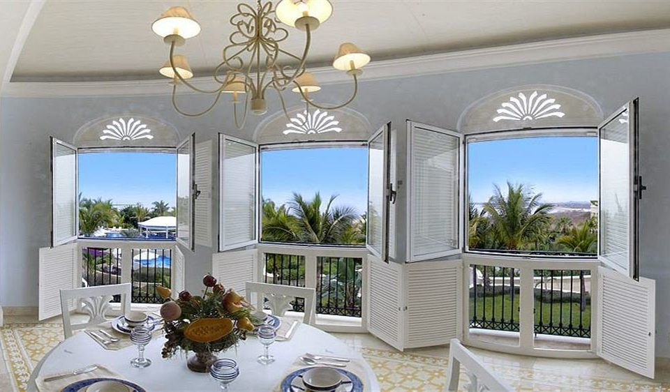 All-inclusive Dining Resort property home porch Villa living room cottage mansion condominium farmhouse set dining table