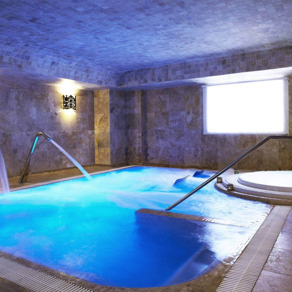 property swimming pool blue leisure amenity jacuzzi thermae daylighting water house