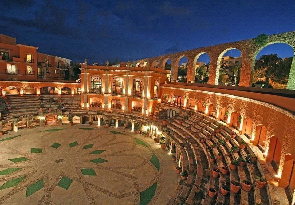 plaza landmark bullring palace convention center town square amphitheatre arena