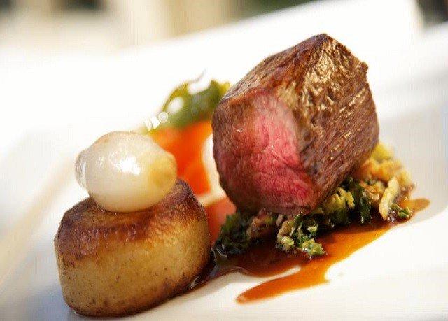 food plate meat cuisine roasting animal source foods beef tenderloin steak square piece de resistance