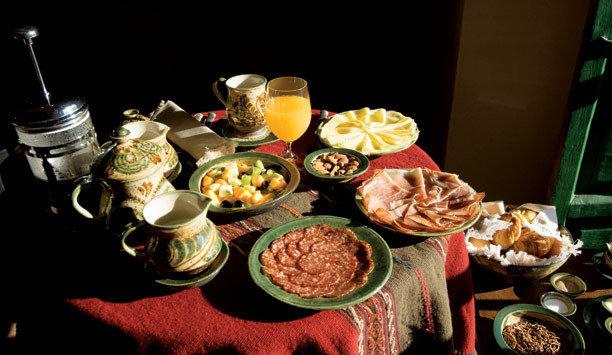 food plate cuisine brunch appetizer breakfast flavor supper buffet dining table