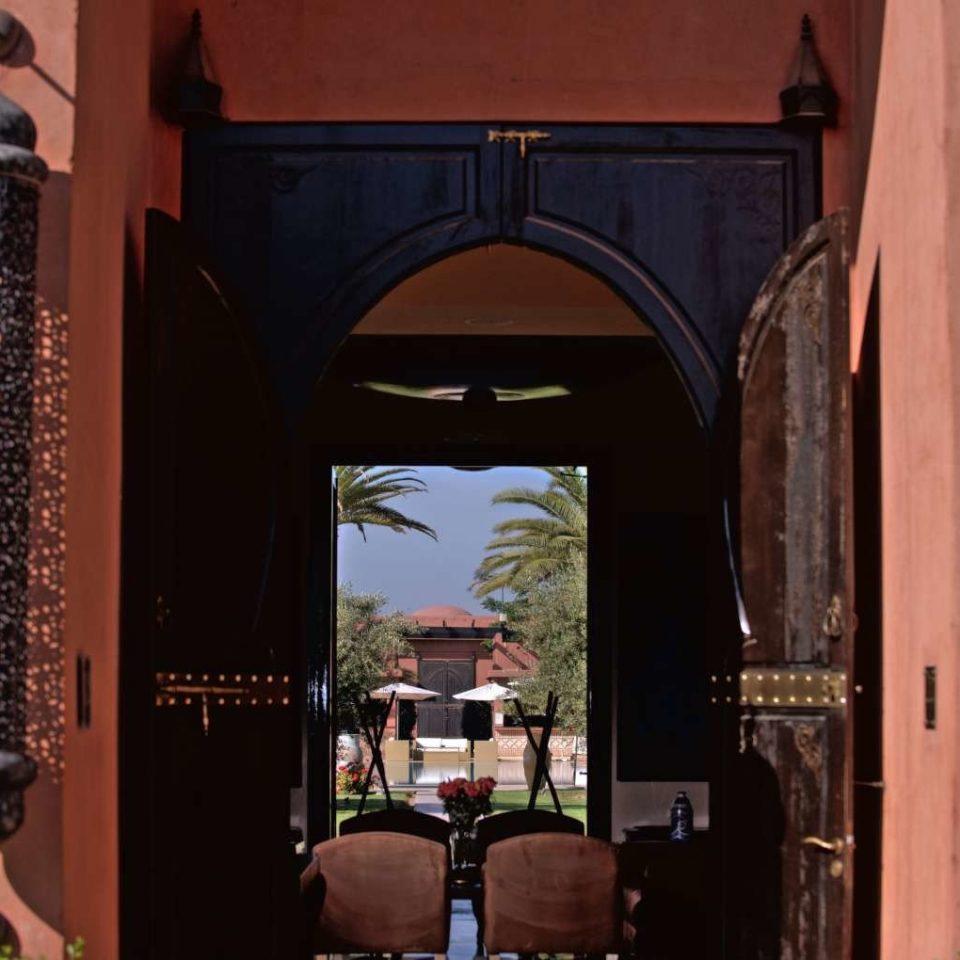 arch mansion colonnade