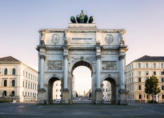 building road arch triumphal arch classical architecture landmark Architecture monument historic site ancient roman architecture national historic landmark ancient rome town square tourist attraction metropolis palace plaza sky mansion stone