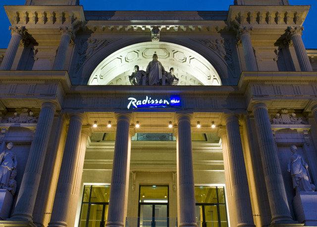 landmark building Architecture palace arch colonnade