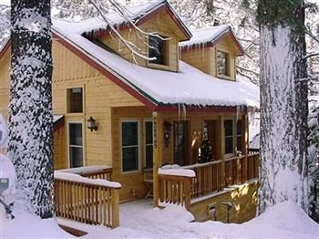 Architecture B&B Buildings Cabin Exterior snow tree house building log cabin property cottage siding home hut outdoor structure porch