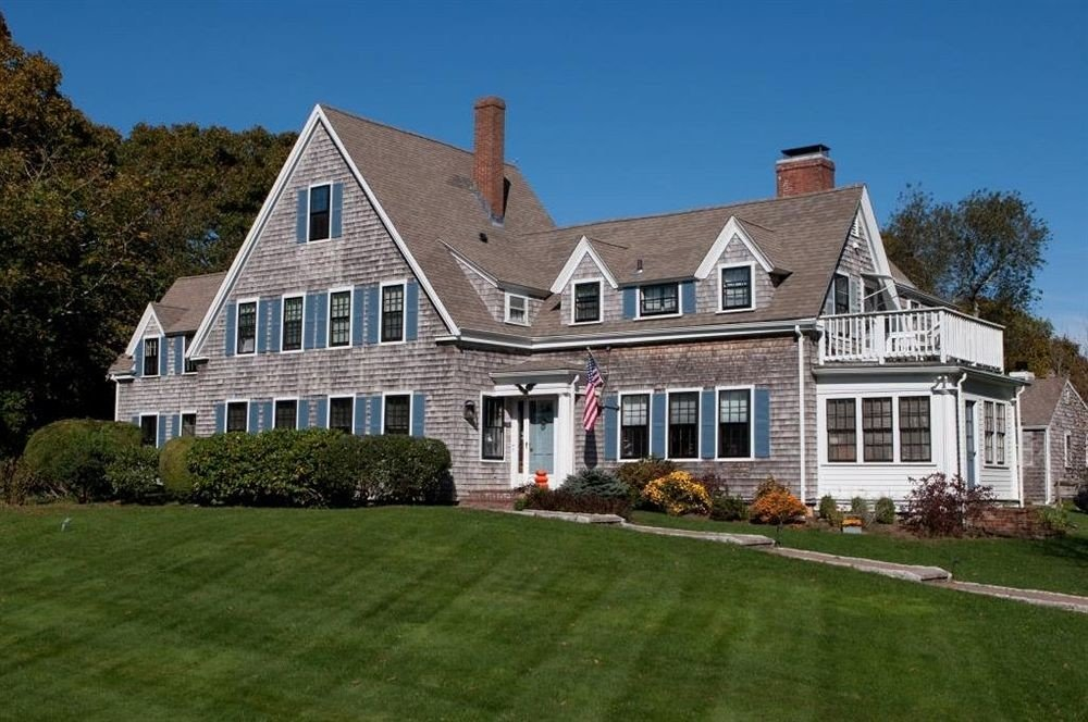 B&B Exterior Romantic grass house sky building home property Church old green residential residential area brick mansion siding farmhouse Architecture manor house cottage suburb lawn roof grassy château Villa Farm building material hillside lush
