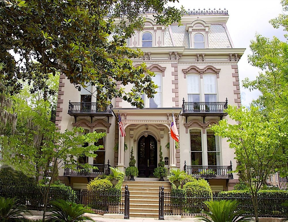 B&B City Historic tree property building house mansion home Architecture park flower Courtyard Villa palace Garden hacienda stone statue government building bushes surrounded