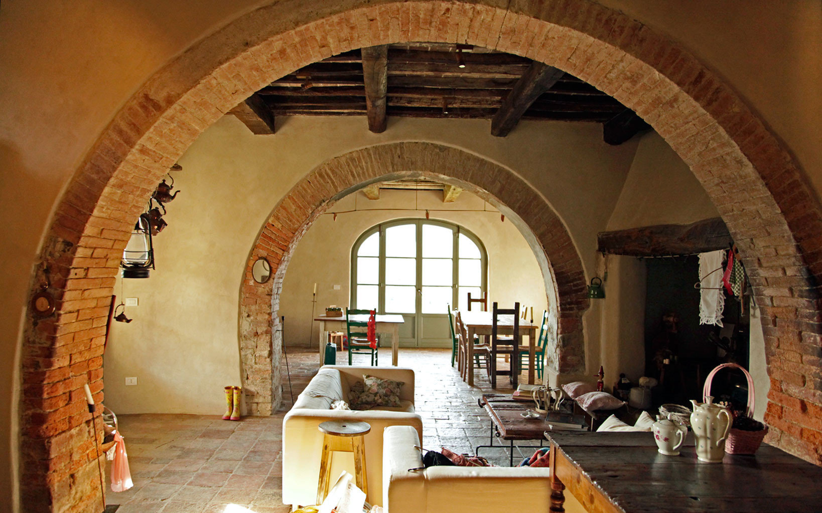 B&B Dining Drink Eat Luxury Romantic arch building Architecture ancient history chapel arcade tourist attraction vault place of worship crypt stone