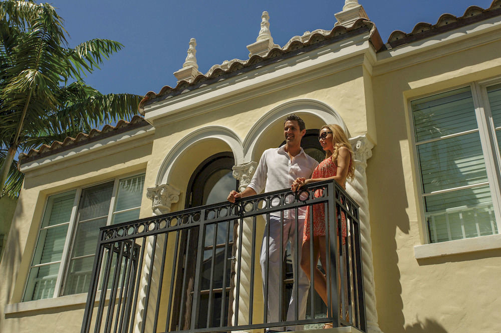 building landmark Architecture house home Balcony palace mansion tourist attraction tan colonnade