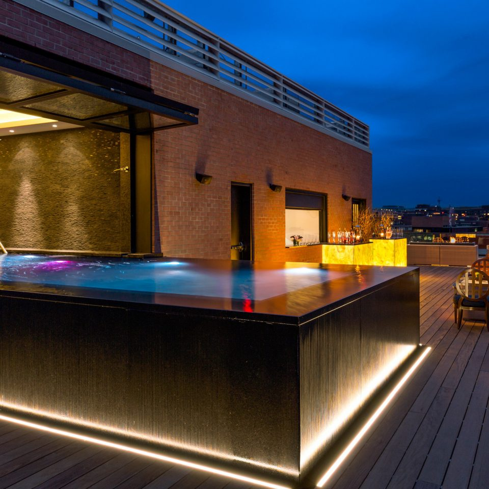 Bar Boutique City Drink Hip Modern Nightlife Pool Rooftop light Architecture house night lighting