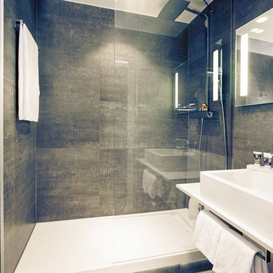 Bath Hip Modern bathroom sink property house Architecture home daylighting plumbing fixture professional flooring toilet tiled tile tub bathtub
