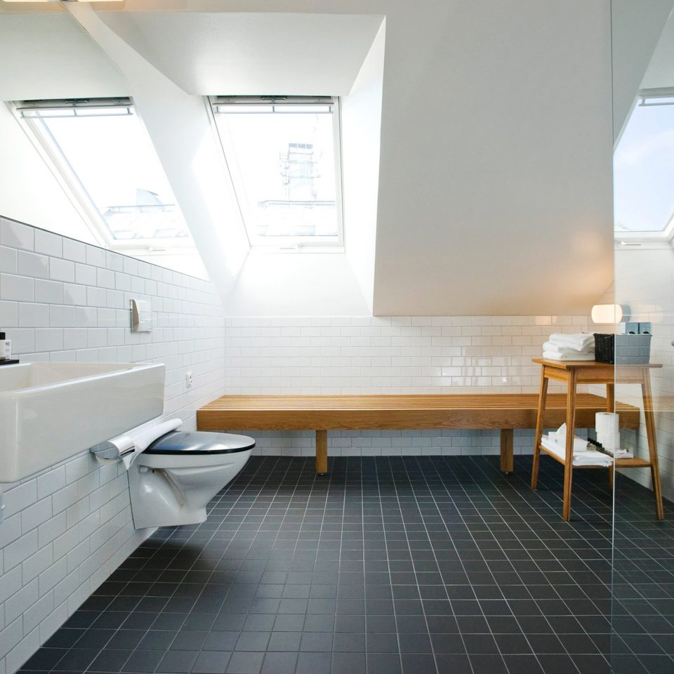 Bath Hip Modern property Architecture flooring loft tiled