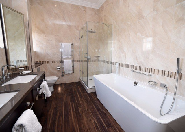 bathroom property Architecture tile flooring home interior designer tub Suite wood flooring daylighting bathtub Bath