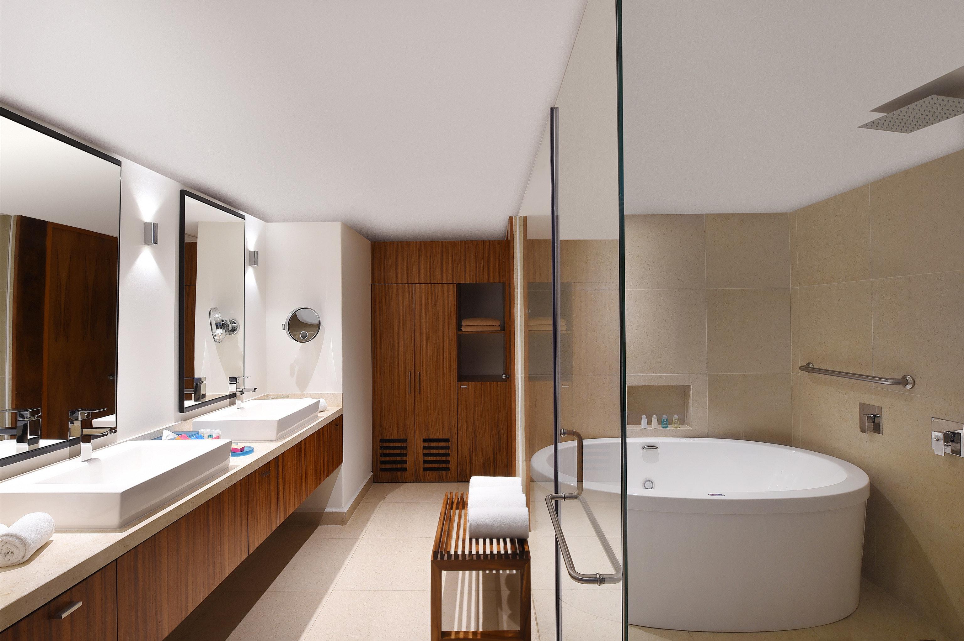 bathroom Architecture sink toilet Suite interior designer tub bathtub Bath