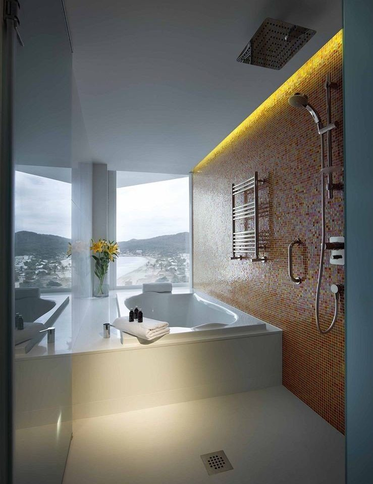property house Architecture home lighting bathroom bathtub daylighting professional plumbing fixture