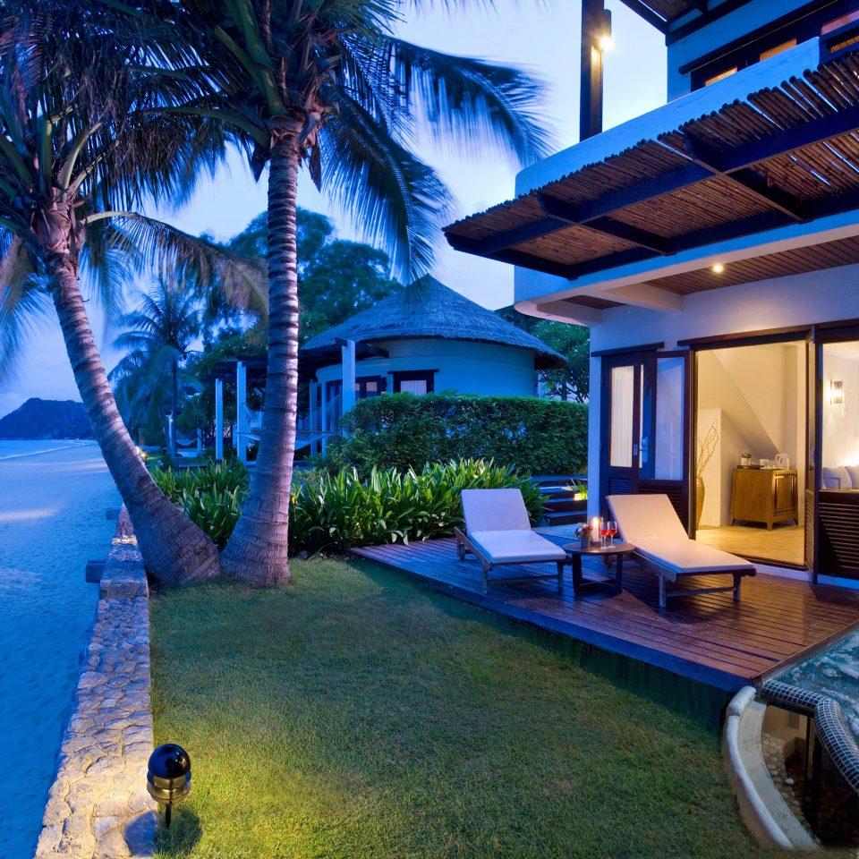 Architecture Beachfront Buildings Exterior Grounds Ocean swimming pool leisure property Resort Pool Villa caribbean home mansion condominium
