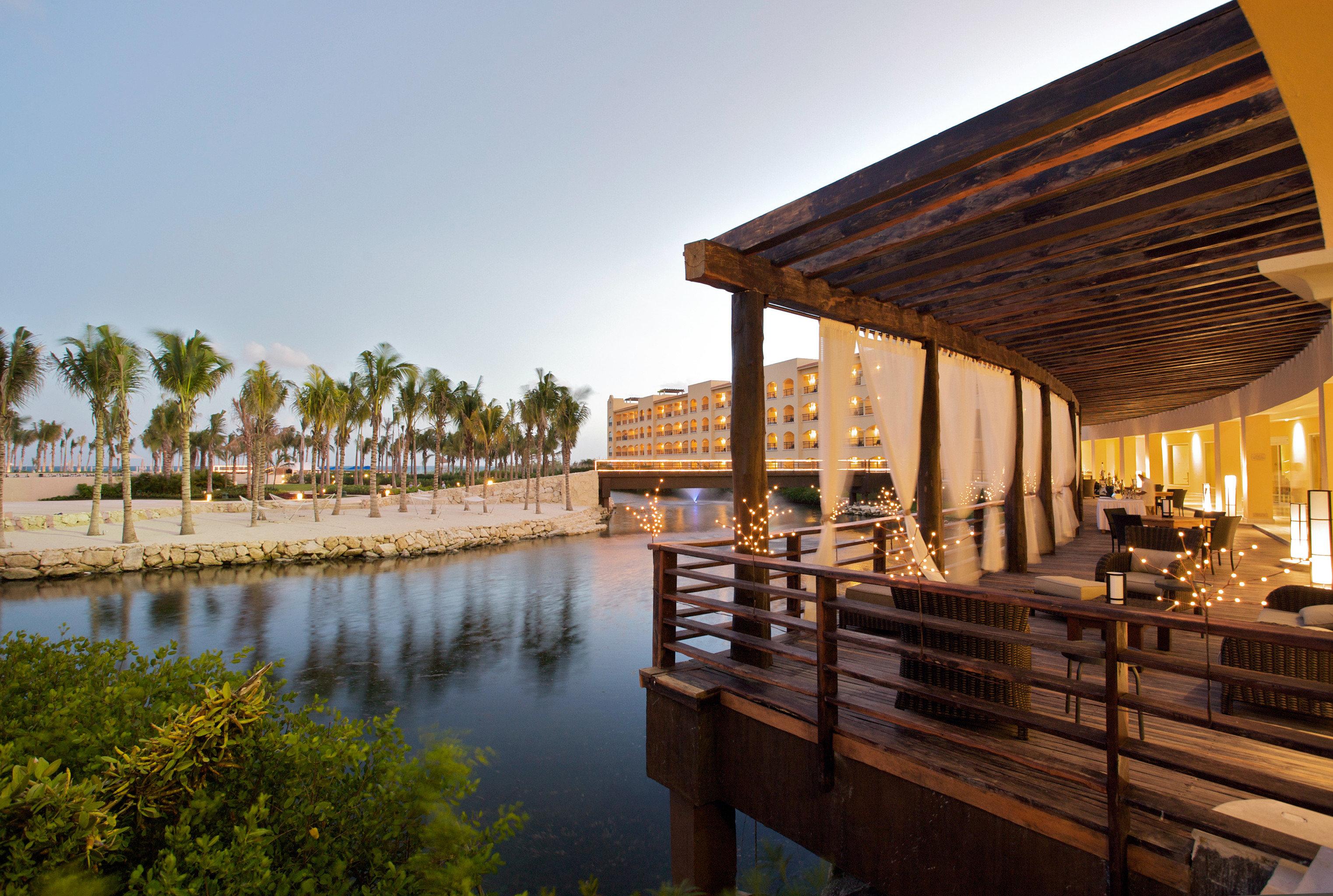 Beachfront Lounge Luxury Modern Pool sky water Architecture Resort
