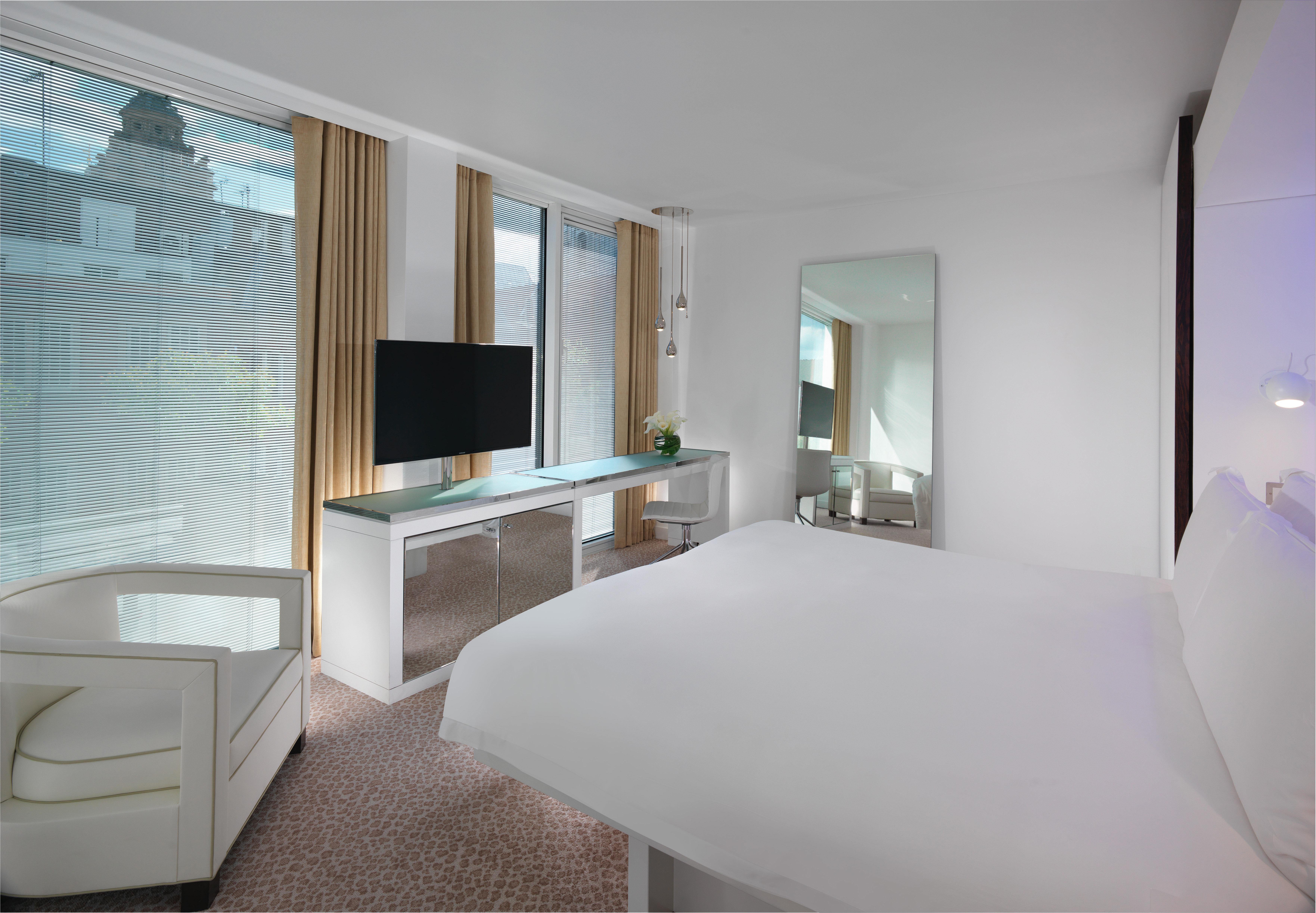 Architecture Bedroom Boutique Modern Scenic views property Suite condominium living room Villa cottage