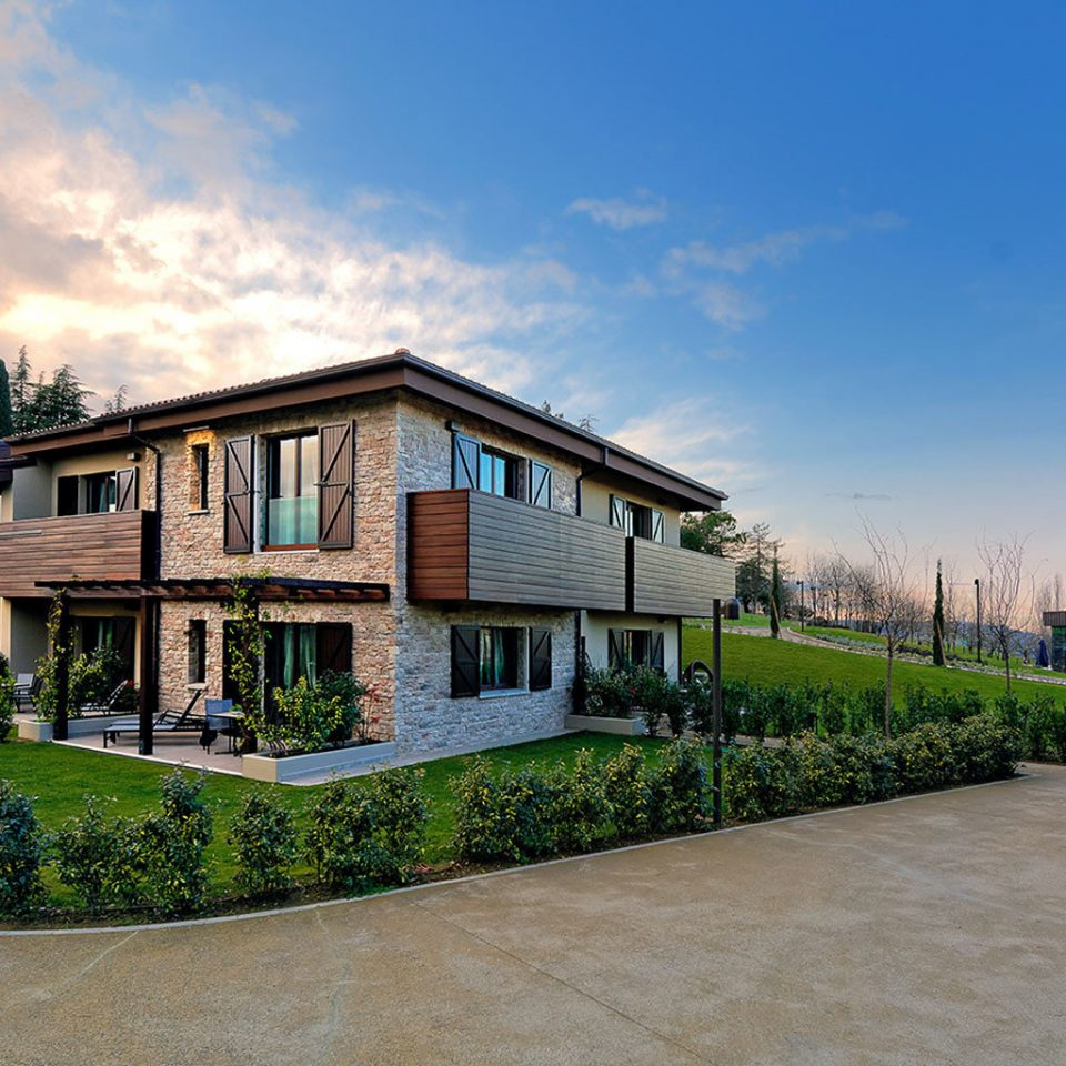 Bedroom Elegant Exterior Grounds Luxury Modern Villa sky grass house building property residential area home neighbourhood Architecture suburb residential brick mansion Resort condominium cottage Courtyard farmhouse Town walkway