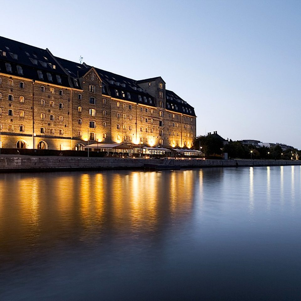 Architecture Boat Buildings Cultural Exterior Waterfront water sky night landmark River City evening dusk cityscape morning Sea waterway dawn Sunset Coast castle