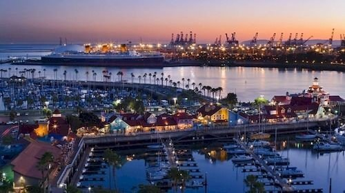 Architecture Boat Buildings City Exterior Ocean Waterfront sky water marina dock filled scene Harbor port cityscape full many vehicle panorama skyline waterway distance