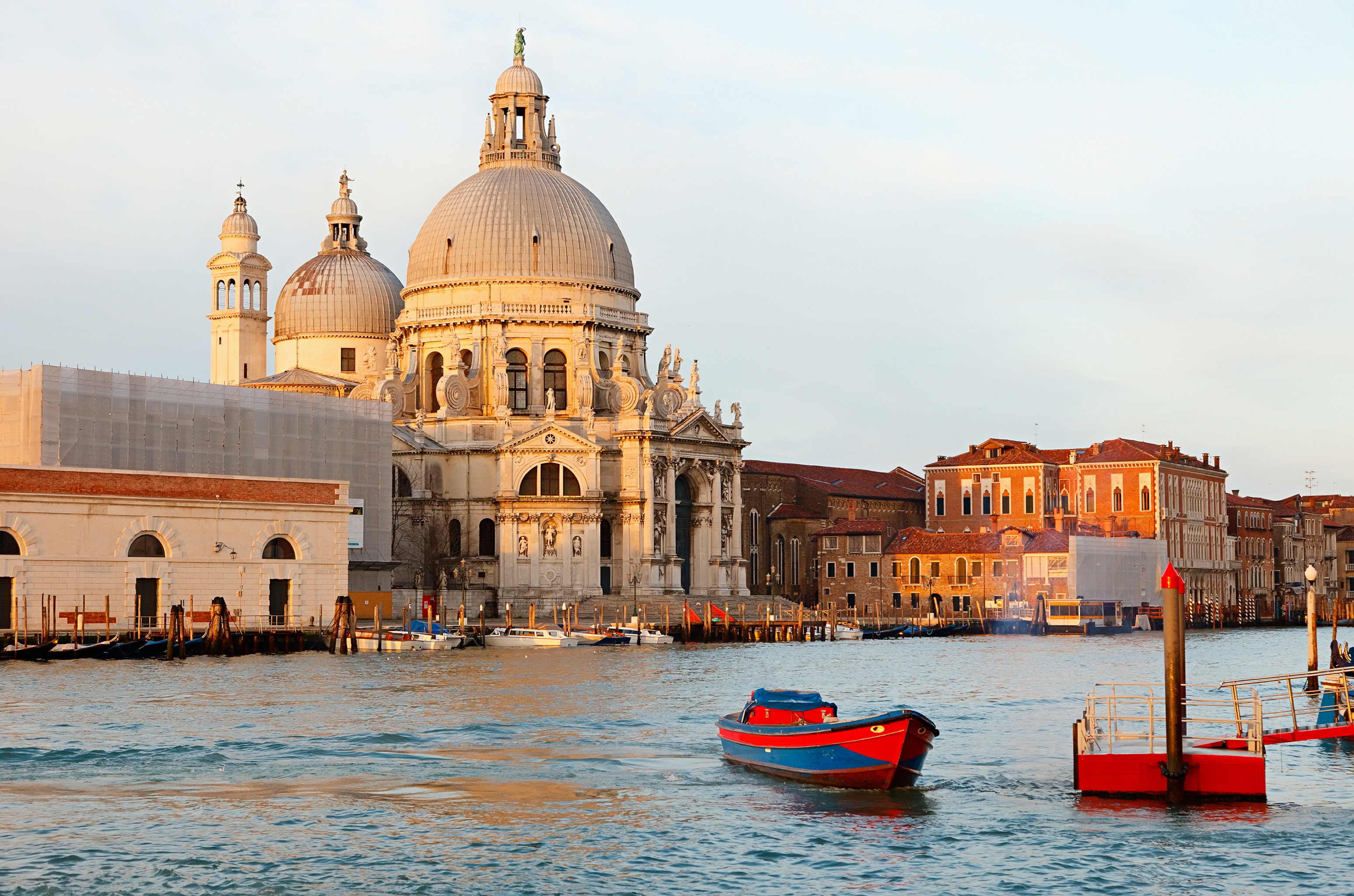 Architecture Buildings Historic Luxury Play Scenic views Sport building sky Boat water Town Sea vehicle waterway travel place of worship cityscape