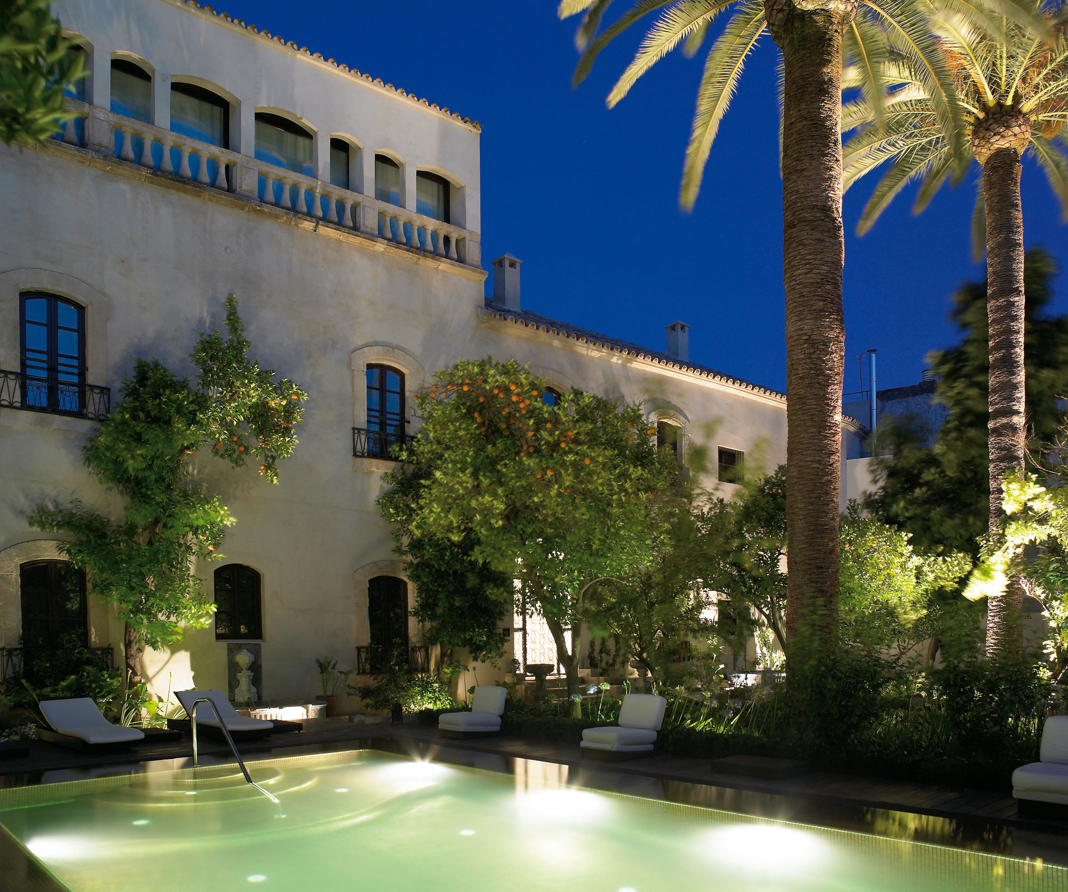 Boutique Buildings Exterior Grounds Historic Luxury Pool tree property building condominium Architecture plaza Courtyard arecales swimming pool Villa mansion Resort
