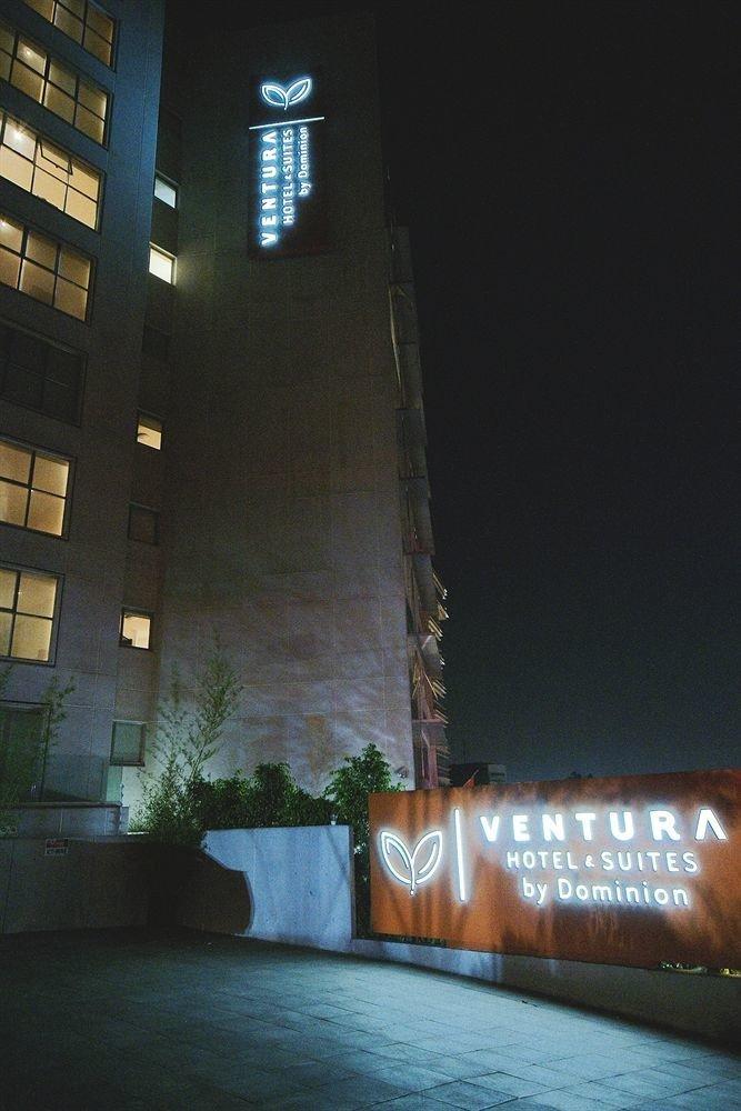 Budget Exterior Modern night landmark light Architecture darkness skyscraper lighting evening lit tower dark