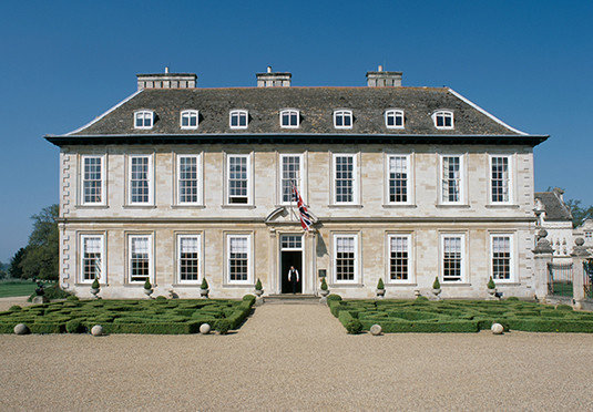 sky building house property stately home château Architecture classical architecture home manor house residential area mansion palace courthouse government building stone