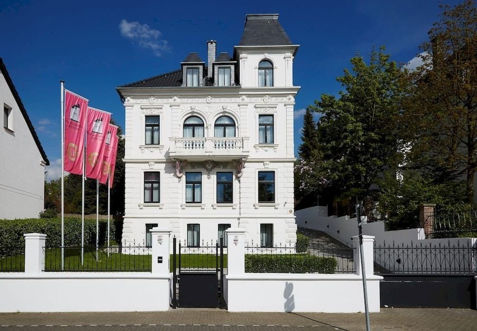 building house landmark Architecture neighbourhood château tourist attraction government building residential past stone