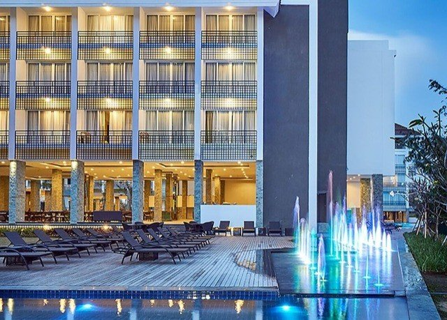 building landmark Architecture plaza condominium headquarters convention center skyscraper