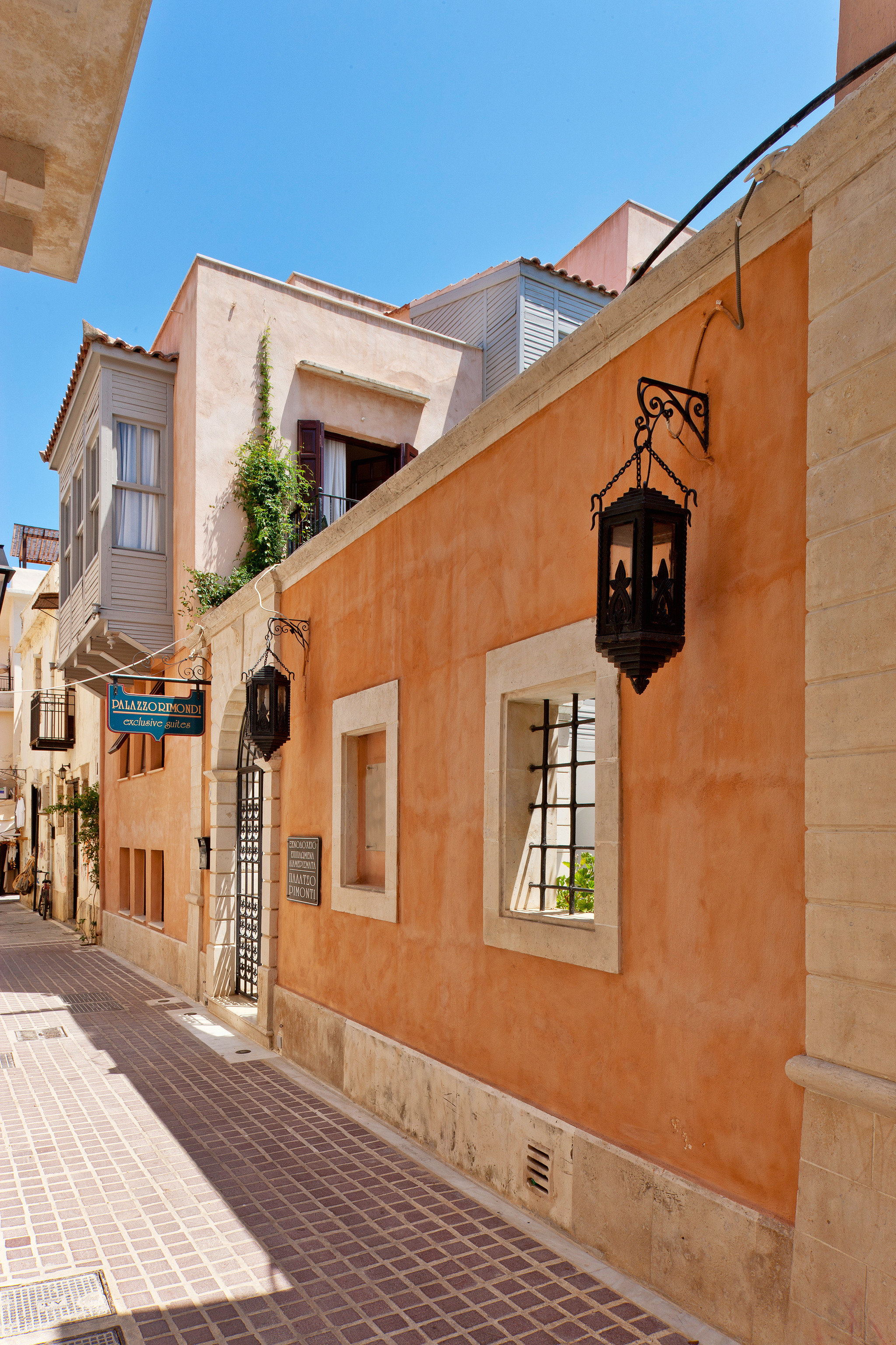Buildings City Cultural Historic building Town property road neighbourhood house way street Architecture brick scene residential area Downtown alley home infrastructure sidewalk Village stone