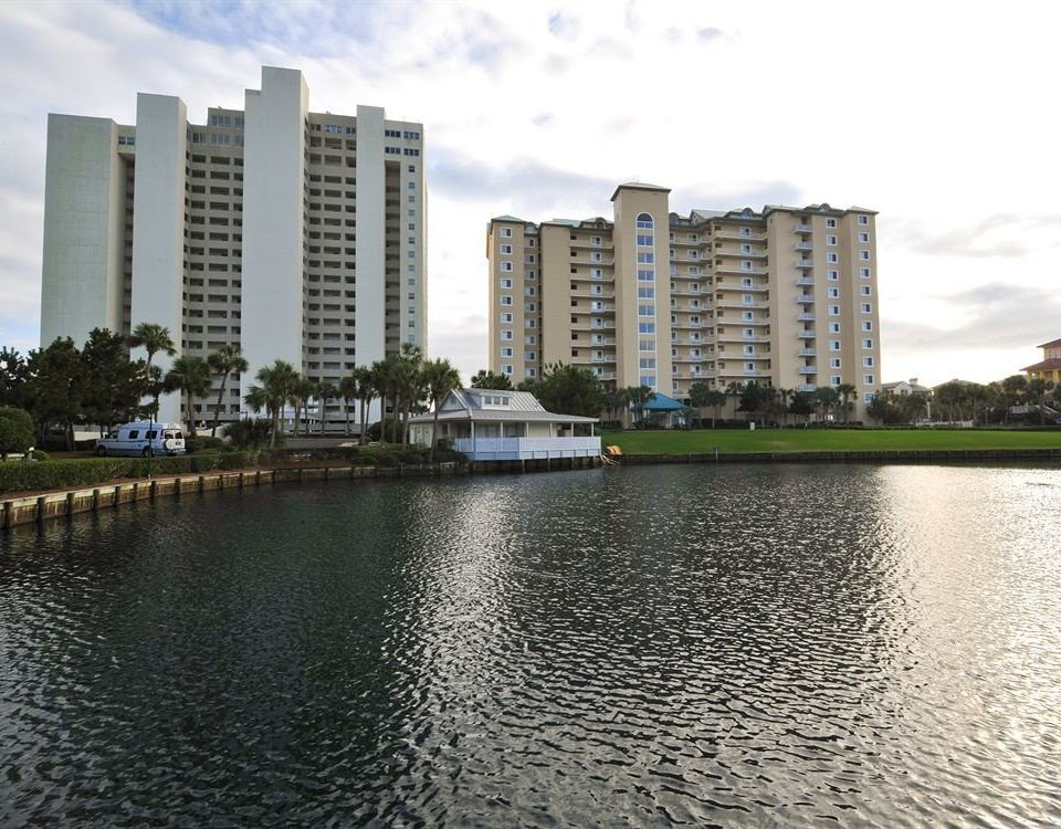 Architecture Buildings Exterior Waterfront water sky River property Nature tower block condominium skyline Lake residential area marina waterway dock City cityscape