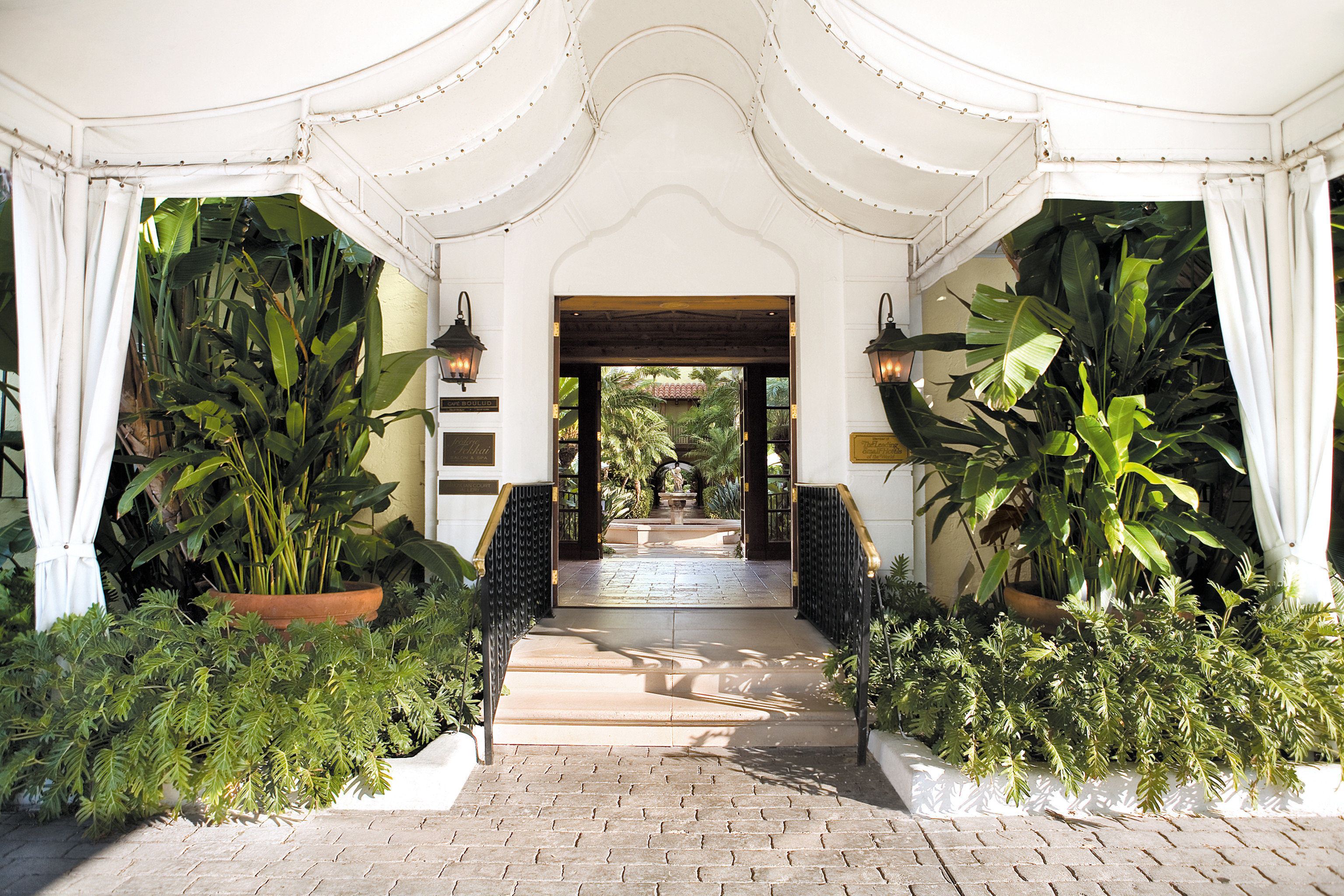 Architecture Buildings Elegant Exterior Luxury property plant mansion Courtyard home floristry Lobby flooring palace Villa Garden stone colonnade